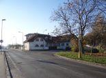NA PREDAJ komplex - rodinný dom s jednou bytovou jednotkou a budova autoservisu - ul. Korytnická, Bratislava II. - Podunajské Biskupice
