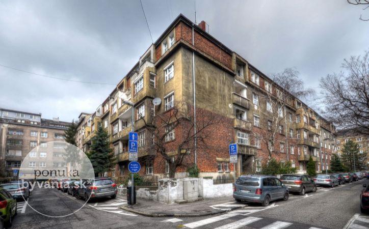 PREDANÉ - ANENSKÁ, 3,5-i byt, 136 m2 - tehla, VEĽKOMETRÁŽNY, pivnica, DVE LOGGIE, centrum