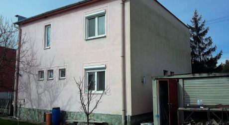 Predaj - čiastočne prerobený poschodový 5 izbový rodinný dom v Komárne / Nová Stráž