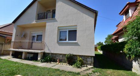 3 -  izbový rodinný dom 86 m2 , pozemok 1000 m2 - obec Levél