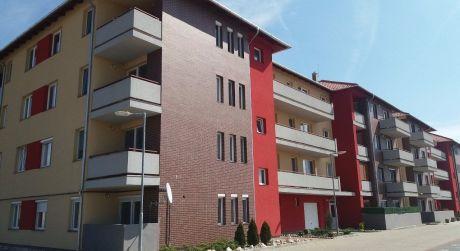 2 - izbový byt 49m2, terasa 9m2, čiastočne zariadený, s vlastným parkovacím miestom