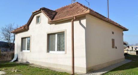 PREDAJ - rodinný dom v obci Farná.