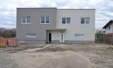 SUPER PONUKA: 4 izbové Rodinné dvoj-domy v tichej novovzniknutej lokalite Chorvátskeho Grobu v blízkosti detského ihriska, 2 x kúpeľňa