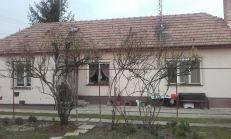 Predaj 2 izbový rodinný dom na Dlhej ulici v Šamoríne.