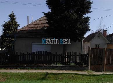 MAXFIN REAL -  Dom zo začatou rekonštrukciou v Alekšinciach