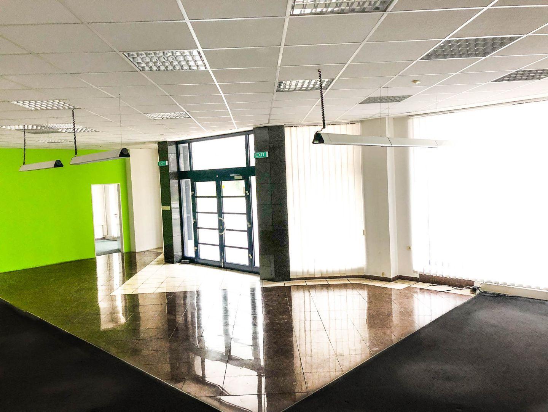 c3d2c81af Ponúkame Vám na prenájom obchodno - kancelárske priestory v polyfunkčnej  budove v Dubnici nad Váhom