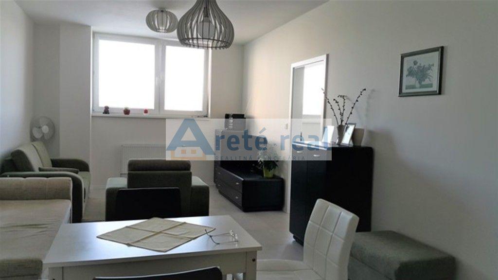Areté real, Prenájom novostavby 2-izbového kompletne zariadeného bytu s parkovacím miestom v Pezinku