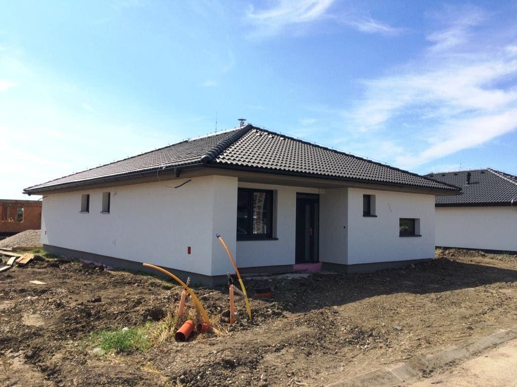 da1ac5f641e34 Novostavba 4 izb. rodinného domu typu Bungalov v obci Slovenský Grob, časť  Malý Raj, pozemok 618 m2 185 000,00 €