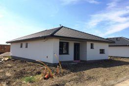Novostavba 4 izb. rodinného domu typu Bungalov v obci Slovenský Grob, časť Malý Raj, pozemok 618 m2