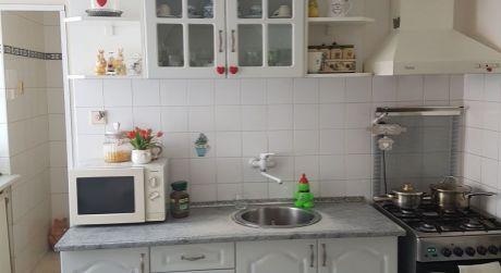 Na predaj 3-izbový byt v štvorbytovke + garáž + záhrada