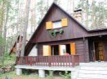 Chata pri jazere na Záhorí, v tichom prostredí lesa