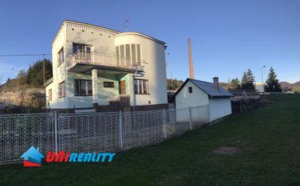 REZERVOVANÉ -- SUPER CENA --POVAŽSKÁ BYSTRICA časť Zakvášov - 5 izbový rodinný dom na predaj - pozemok 1045 m2 - komplet podpivničený - garáž - bazén