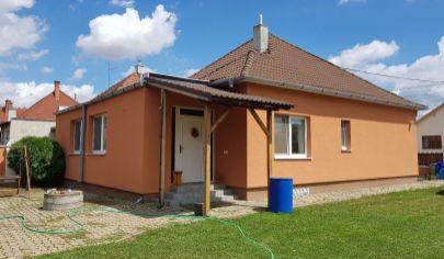 PRESEĽANY - 3+1 izb. zrekonštruovaný dom, pozemok 2905 m2, okr. Topoľčany