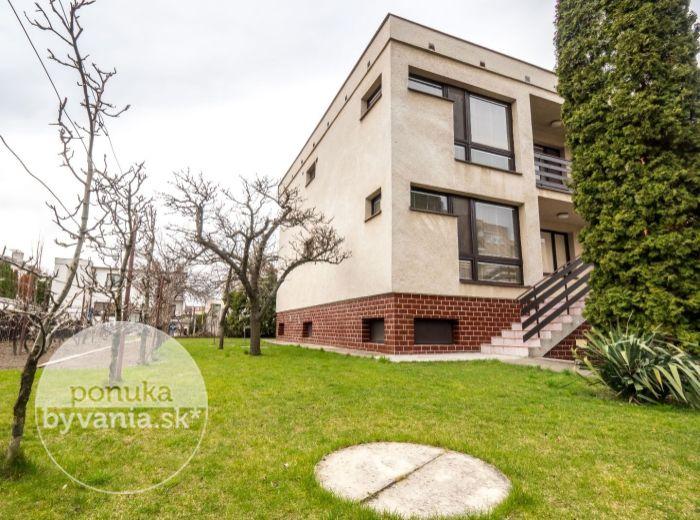 PREDANÉ - SENEC, 4-i dom, 186 m2 - vytvorte si ÚTULNÉ BÝVANIE, súkromie a pokoj, BLÍZKO centra SC, kúsok na diaľnicu