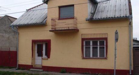 ŠTÚROVO - rodinný dom vhodný na podnikateľské účely.