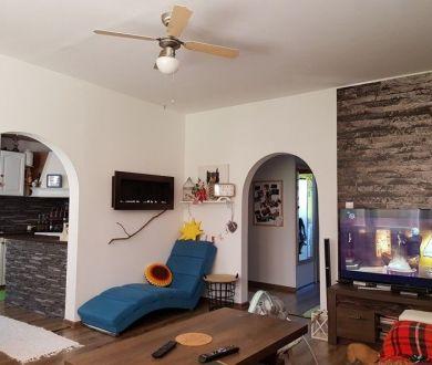 REZERVOVANÝ-Exkluzívne iba u nás! Pekne prerobený 3 - izbový byt na Rozkvete.