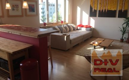Prenájom: 2-izbový byt, Továrenská ulica, Bratislava I, Staré mesto, zariadený, balkón, 4. poschodie s výťahom