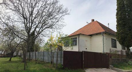 Rodinný dom na peknom slnečnom pozemku - Nemčiňany