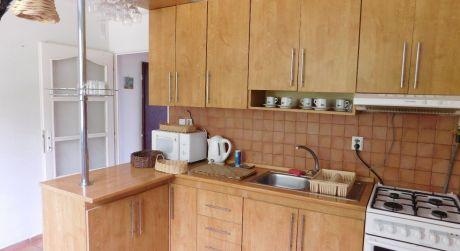 Predaj - Kompletne prerobený 3 izbový byt na Hradnej ul. s balkónom v Komárne