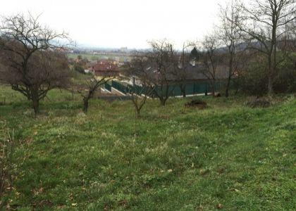 DOMUM - Rekreačný / stavebný pozemok 1565 m2 v Novom Meste n/V, IS na dosah