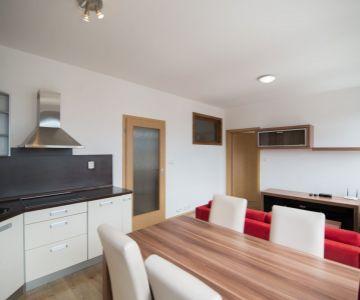 Krásny kompletne zariadený 2 izbový byt s parkovacím miestom na predaj