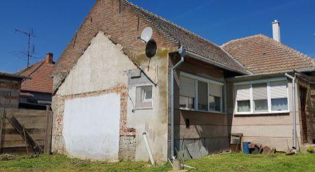 Predám dobrý rodinný dom v Pastovciach s pekným pozemkom.