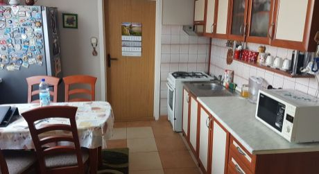 Na predaj veľký 3-iz. byt s loggiou + tmavá komora na ul. G.Bethlena v N. Zámkoch