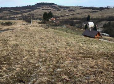 Predaj pozemku vhodného pre výstavbu RD v obci Peklina, 2192 m2, Cena:  22 €/m2