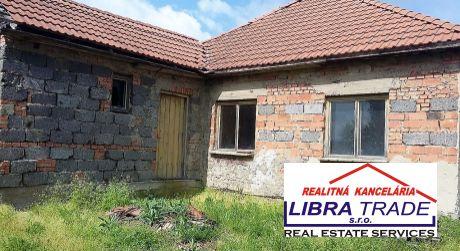 Predaj - 2/3 izbový rodinný dom v začatej rekonštrukcií v Moči