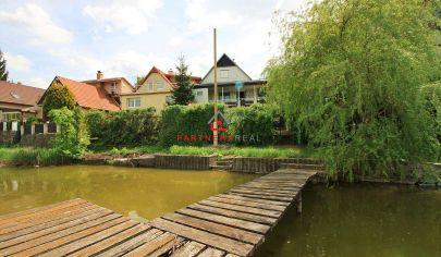 Chata s mólom pri jazere, TOP poloha aj výhľad, 200m2 pozemok / jazero Čaňa / časť