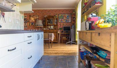 Tehlový byt 3+1 (60 m2) centrum Sp. Nová Ves