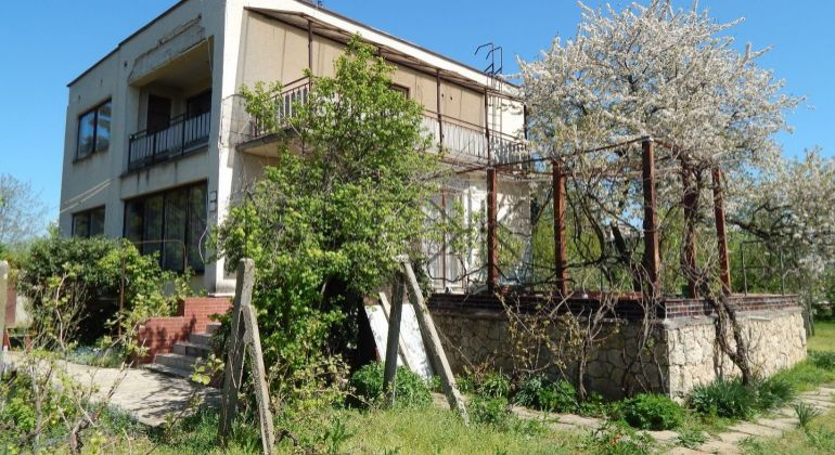 Na predaj rodinný dom Levice, 6 izieb, krb, 230m2, garáž