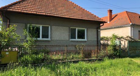 Rodinný dom s pekným rovinatým pozemkom - Nemčiňany