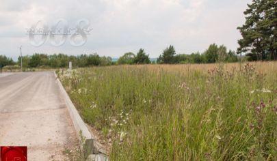 Exkluzívny stavebný pozemok pri lese (1441 m2), Veľká Lomnica