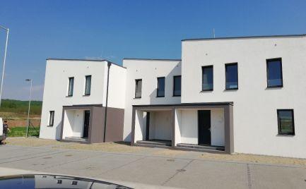 Predaj 4-izb byt v Stupave, so záhradnou terasou a 2 parkovacími miestami - novostavba trojdomu