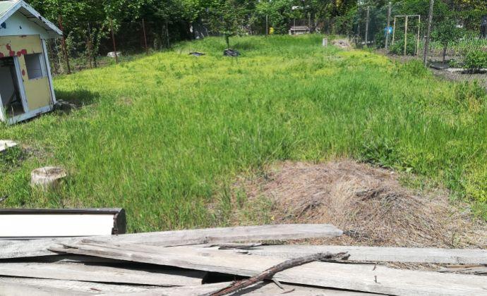 Ponúkame na predaj záhradu v záhradkárskej oblasti OZÓN v Nových Zámkoch