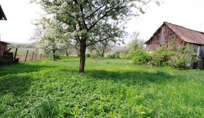 Rozľahlý a slnečný pozemok 2406m2 so starším RD, predaj,Košice-okolie, Nová polhora