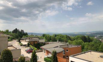 Na predaj 4 izbový byt 144 m2 pod Brezinou s vlastným pozemkom a garážou, Trenčín