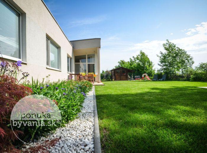 PREDANÉ - CHORVÁTSKY GROB, 4,5-i dom, 131 m2 – MODERNÝ rodinný dom, TEHLA, pozemok 645 m2, nízke náklady