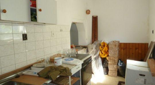 Na predaj rodinný dom v Lučenci so skladovými priestormi.