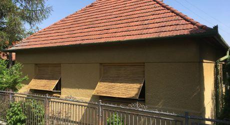 Ponúkame na predaj 3izbový rodinný dom v Nevidzanoch.