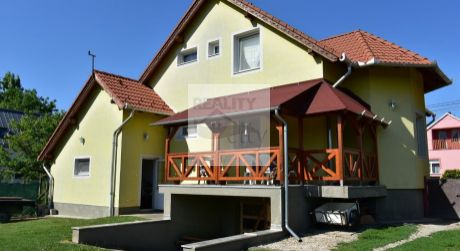 5 - izbový rodinný dom 170 m2, pozemok 800 m2, garáž, pivnica -  Rajka