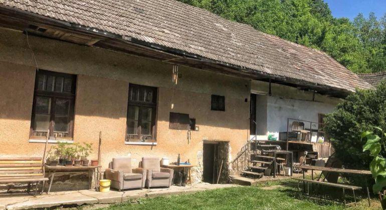 Predaj 2i rodinný dom/chalupa/ Uhrovské Podhradie
