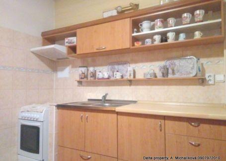 DELTA PROPERTY ponúka na predaj kompletne zrekonštruovaný, zariadený byt v Hnúšti.