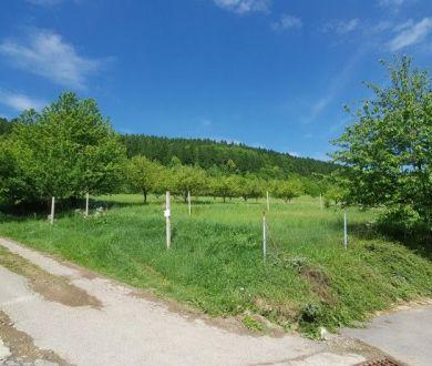 Ponúkame na predaj krásny slnečný pozemok v obci Šebešťanová,1194 m2.