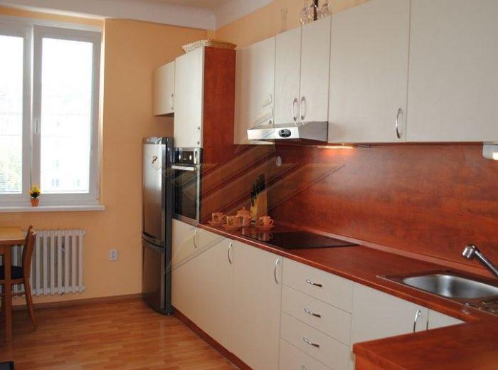 PREDANÉ - KALINČIAKOVA, 2-i byt, 53 m2 - TEHLA, kompletná rekonštrukcia, TICHÁ LOKALITA BLÍZKO CENTRA