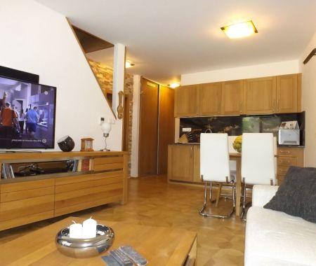 Nový veľkometrážny apartmán 90 m2, s garážovým státim, balkónom, Tatranská Lomnica, centrum
