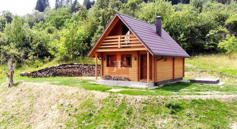 REZERVOVANÁ: Predaj zrubovej chaty v drotárskom raji - Veľké Rovné