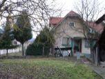 NOVÁ CENA ! Predávame starší rodinný dom s pozemkom celkom o výmere 5200 m2 - EXKLUZÍVNE v ZOPOS REALITY.