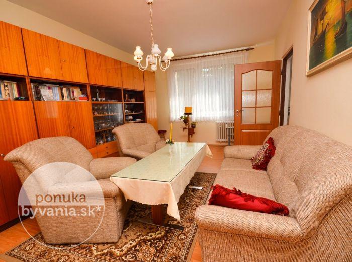 PREDANÉ - ŠTEFUNKOVA, 3-i byt, 85 m2 - pokojná lokalita, MNOŽSTVO ZELENE, priestranný byt